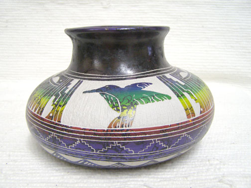 NNative American Navajo Fine Etched Horsehair Pot with Hummingbird